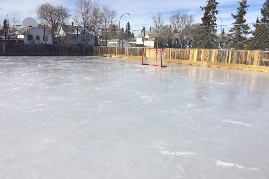 Warm weather a challenge for Regina's outdoor rinks