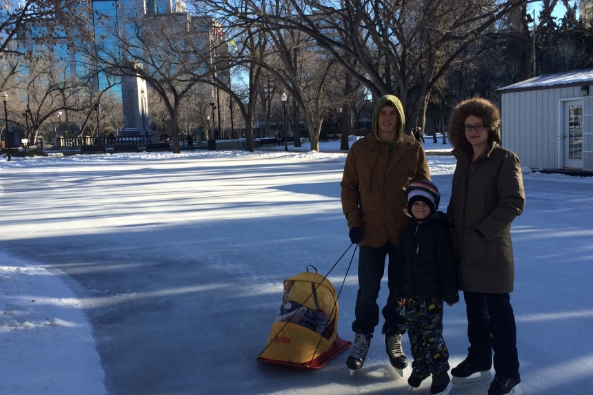 Regina residents enjoy winter warm up