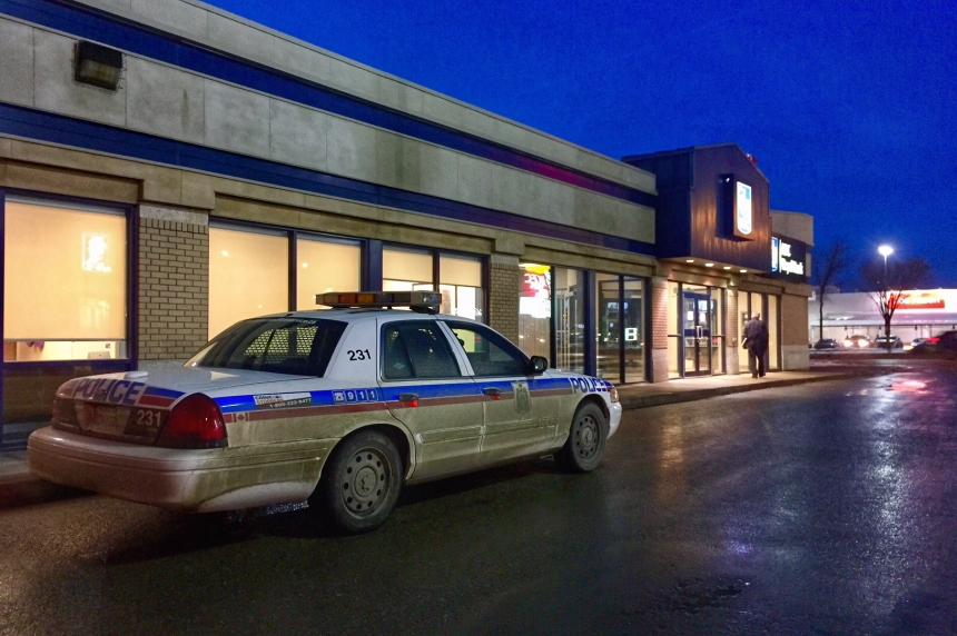 Bank robbery in Saskatoon leaves one man with minor injuries