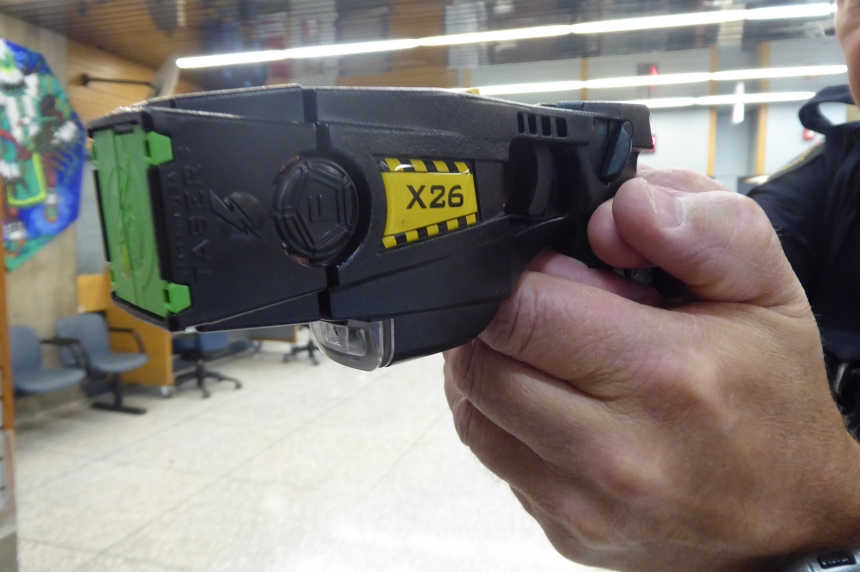 Police use taser during arrest of assault suspects