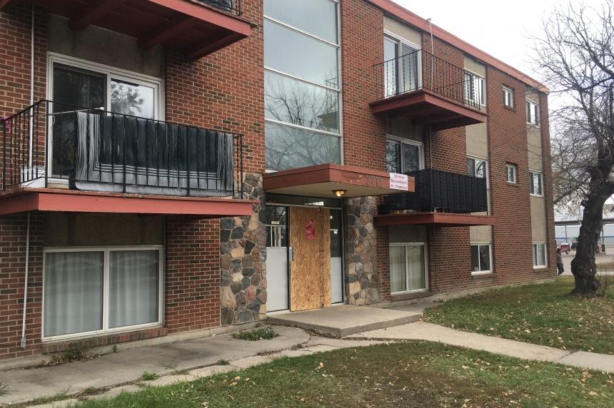 Woman hurt in Regina apartment fire