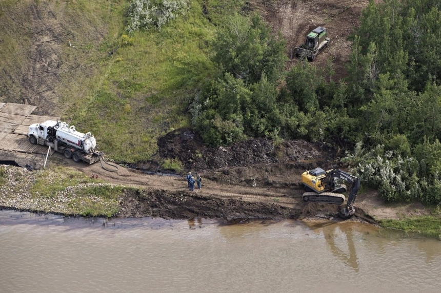 Efforts continuing to get water to those affected by Husky spill