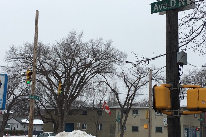 Armed robbery in Saskatoon has police looking for one man