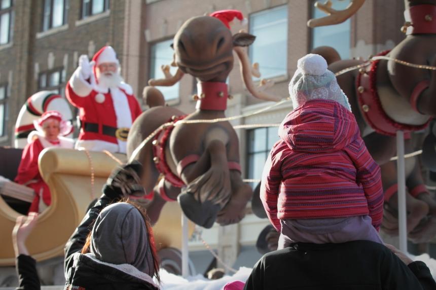 Santa Claus parade gets warm Saskatoon welcome