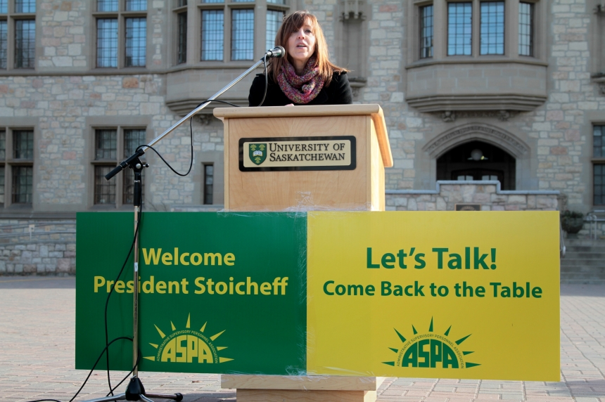 U of S unions rally to 'send message' to Stoicheff