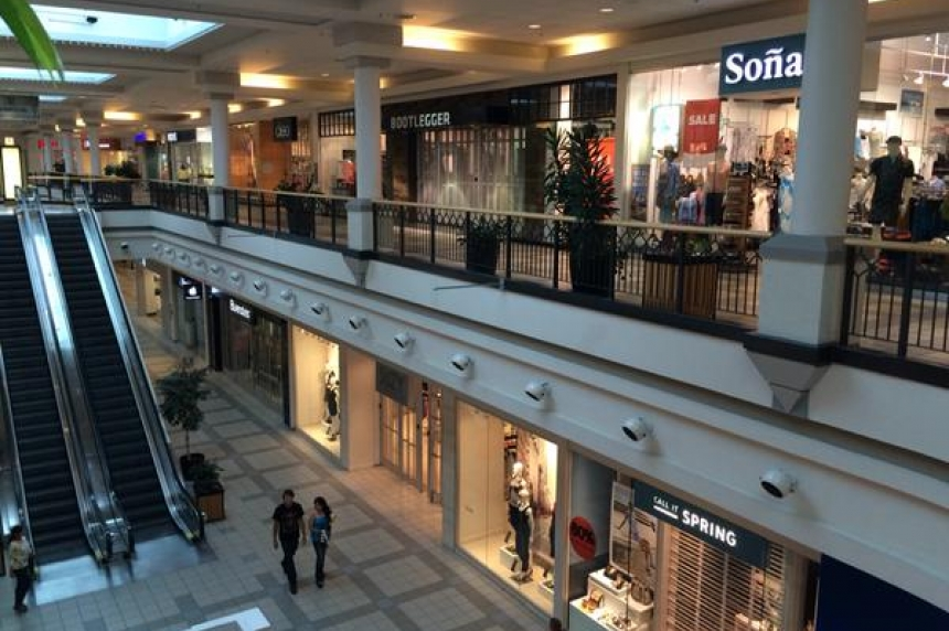 Bomb threat shutters stores at Midtown Plaza