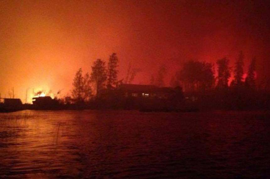 Lac La Ronge communities evacuate as fire creeps closer