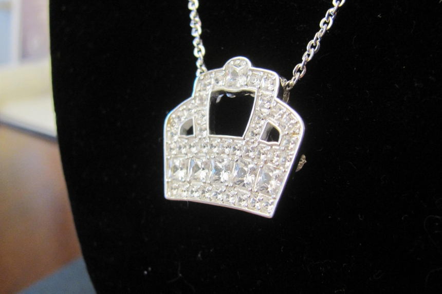 125th anniversary pendant unveiled at Government House