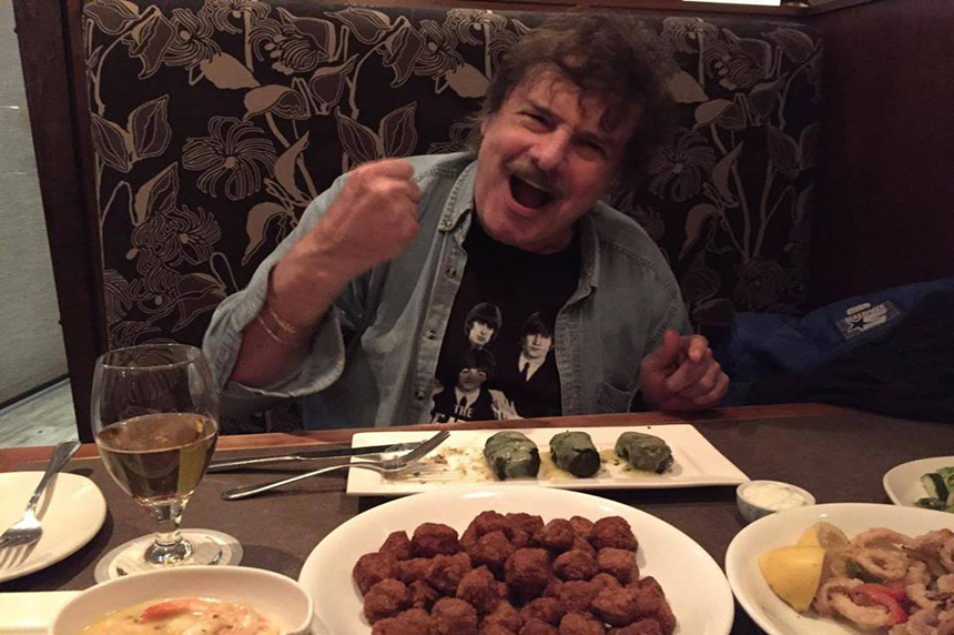 Canadian rock legend salutes Saskatoon audience, eatery