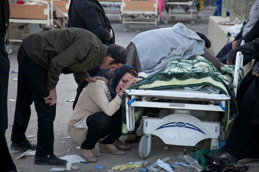 Over 400 dead from earthquake in Iran-Iraq border area