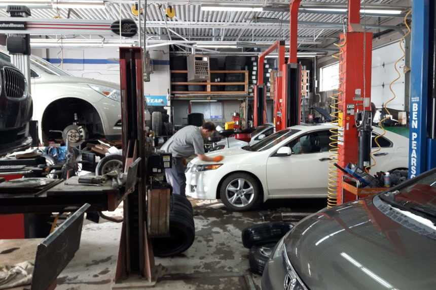 Saskatoon tire shop 'insanely busy' after snowfall: owner