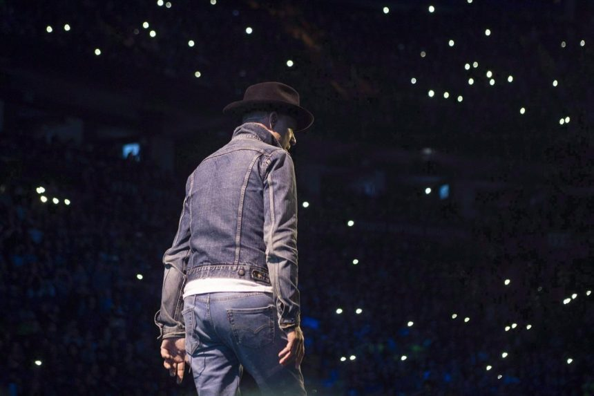 Gord Downie chosen as the Canadian Press Newsmaker for second consecutive year