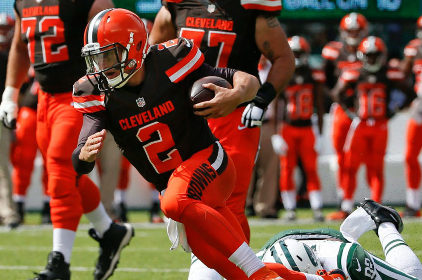 QB Johnny Manziel signs with Hamilton Tiger-Cats after lengthy negotiations