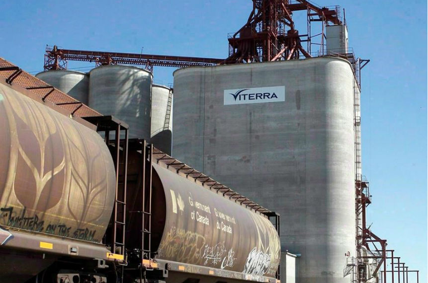 Grain railway backlog another reason to expand oil pipeline: Alberta premier