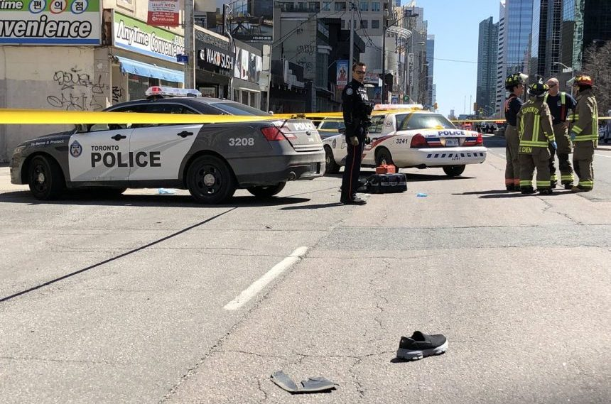 10 dead, 15 injured after van strikes pedestrians in Toronto