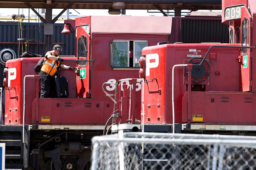 Fate of CP Rail contract offer to be decided by union members today
