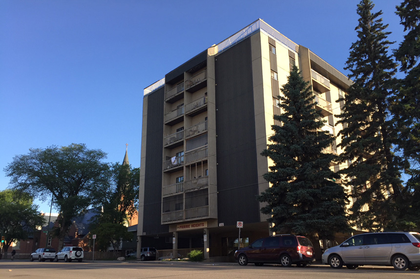 Man injured in 6-storey fall from apartment building