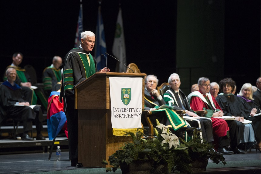 Hockey coach Dave King gets honourary degree from U of S