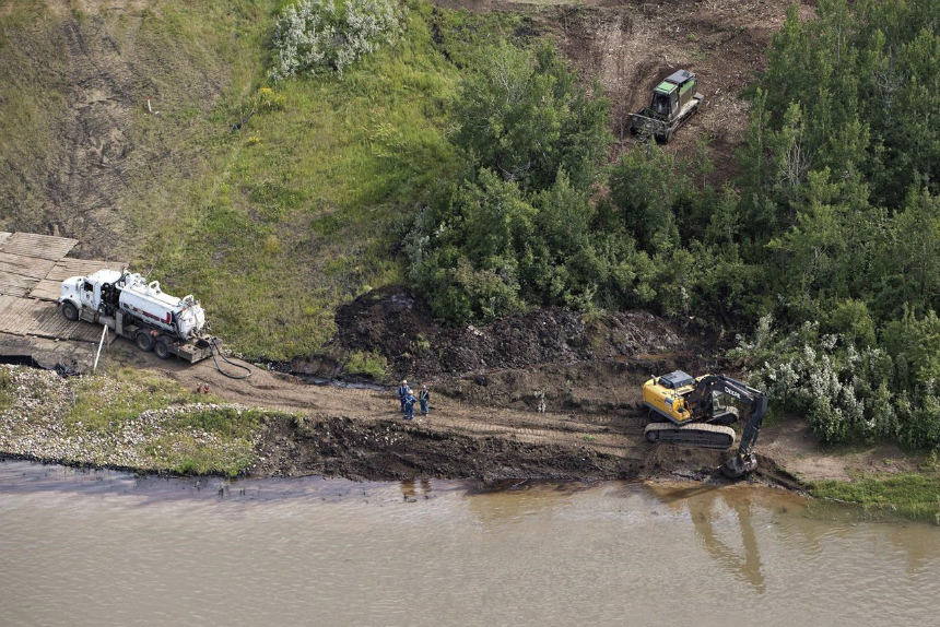 First Nations file lawsuit over Husky oil spill into North Saskatchewan River
