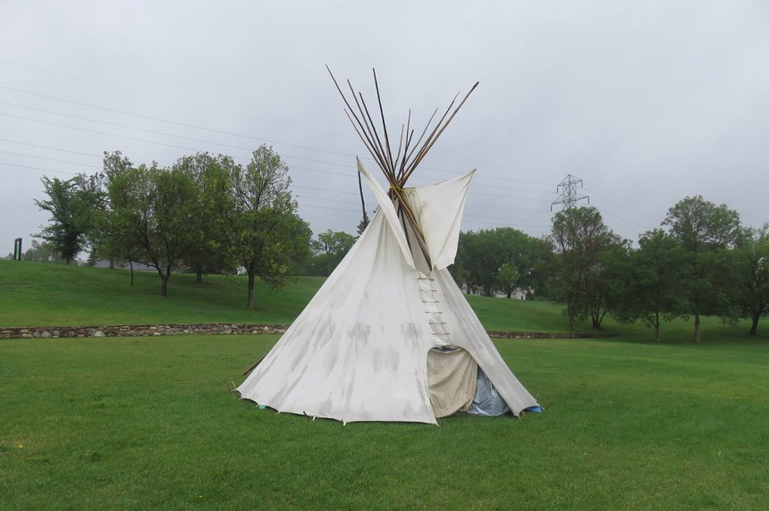 'Place of healing:' Teepee erected in Saskatoon park