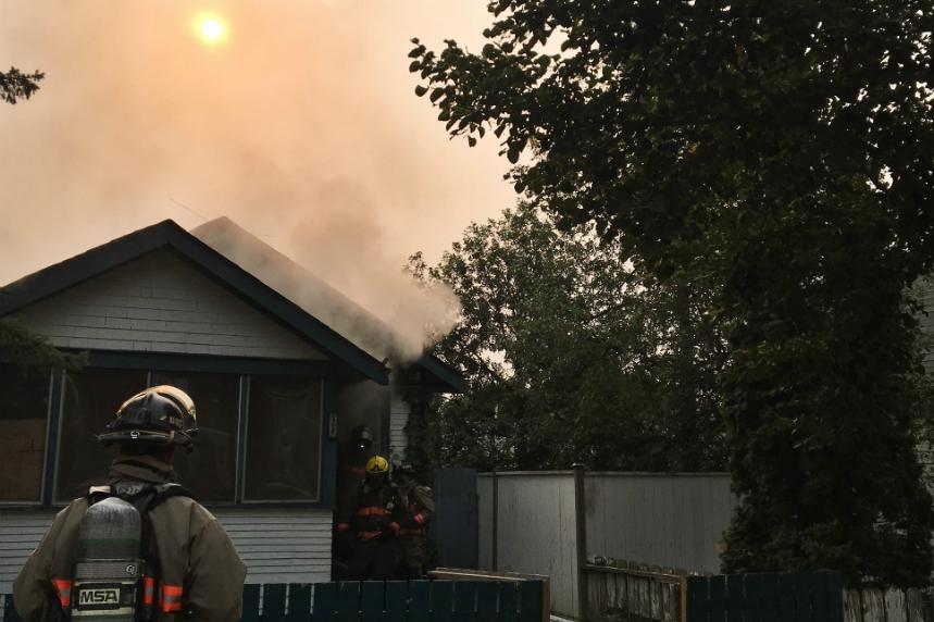 Saskatoon firefighters investigating blaze in Pleasant Hill