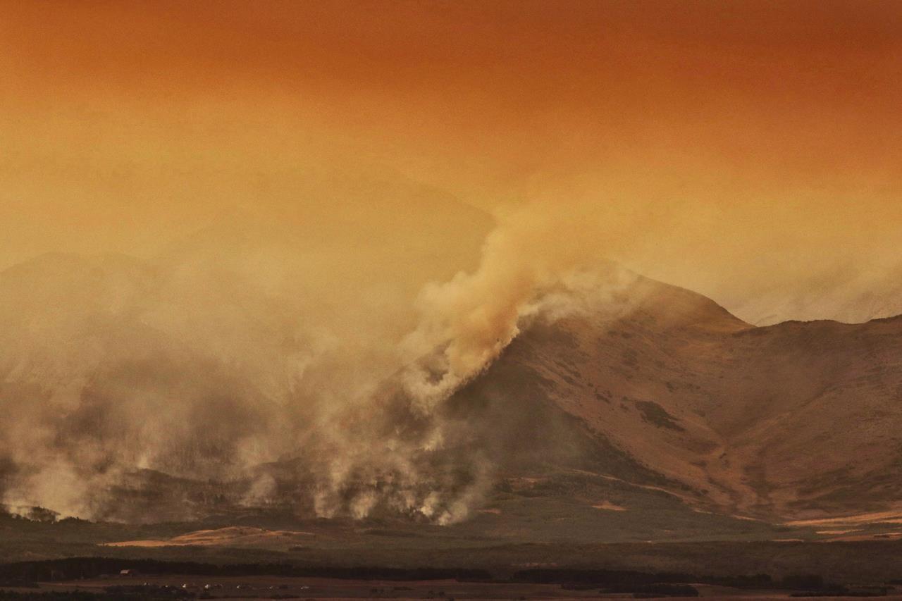 Evacuation alert issued as wildfire threatens Alberta national park