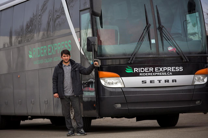 Fragmented bus service market emerges as Greyhound exits Western Canada Oct. 31