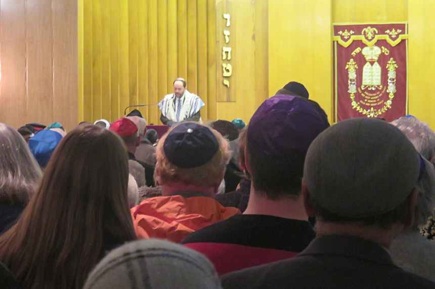'So much love': Hundreds gather to support Jewish community