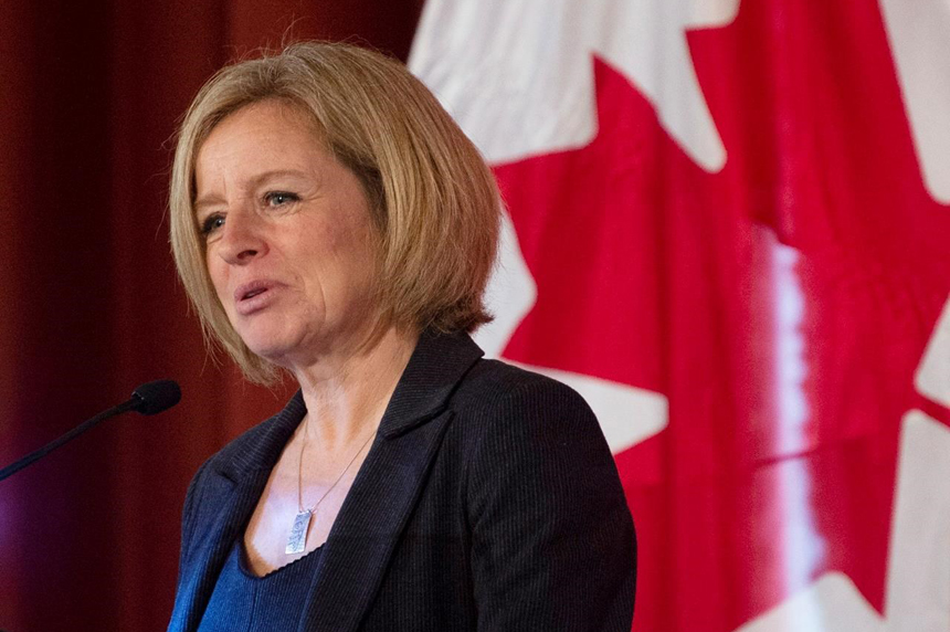 Alberta buying its own rail cars to move oil without feds, Notley says