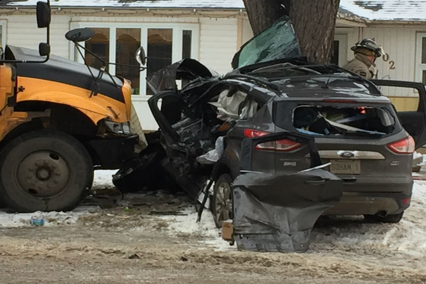 2 injured in school bus crash in Saskatoon