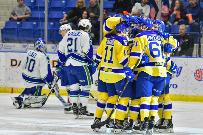 Blades start new year with 5-2 win over Swift Current