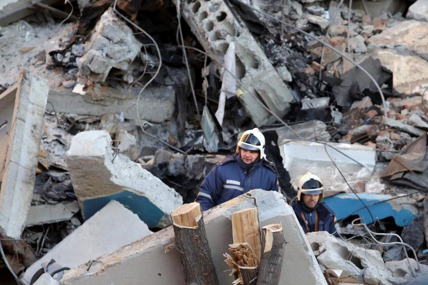 High rise collapse kills 2 in Russian Federation