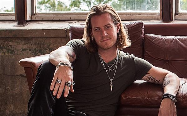 Tyler Hubbard Returns to Social Media with Revealing Photo on Instagram