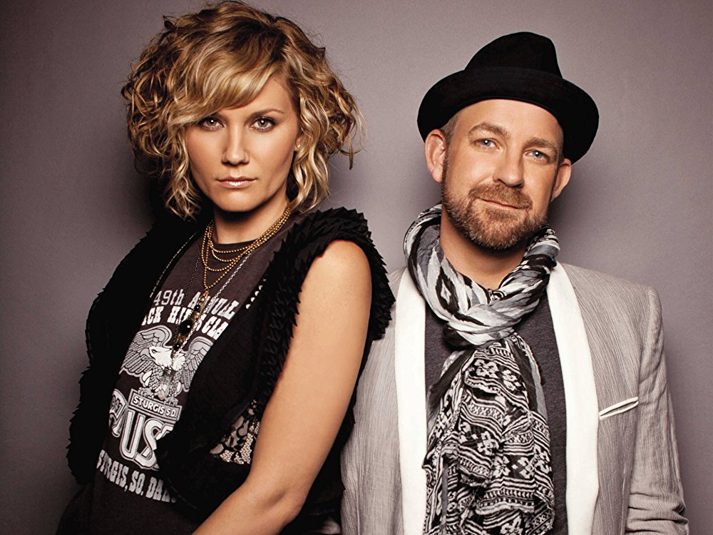 Sugarland is back with their first new single in 5 years!