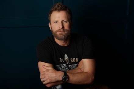 Dierks Bentley performs Burning Man on TheVoice tonight