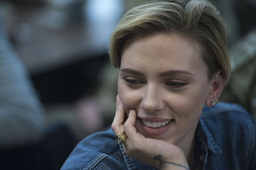 There's a Grandma Who Looked Like Scarlett Johansson 50 Years Ago