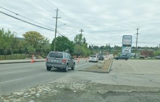 Alternating Traffic For Kal Lake Road Project