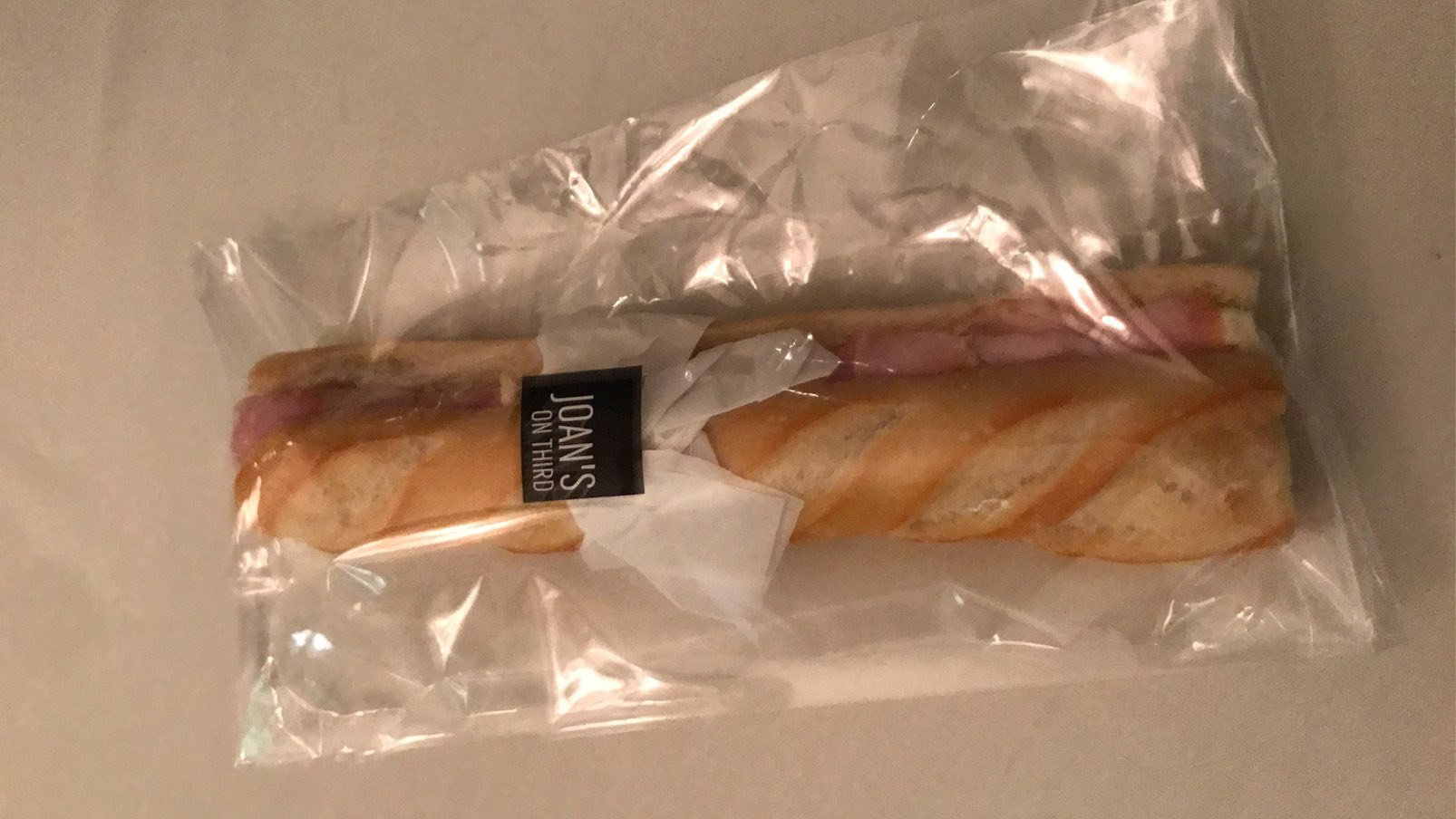 Which celebrity smuggled 30 sandwiches into the Golden Globes?