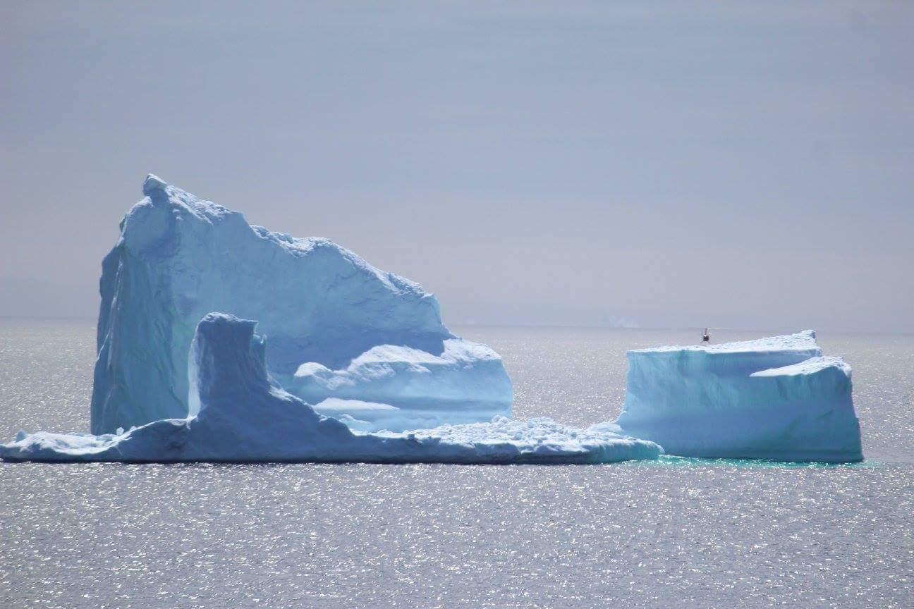 Helicopter lands on iceberg