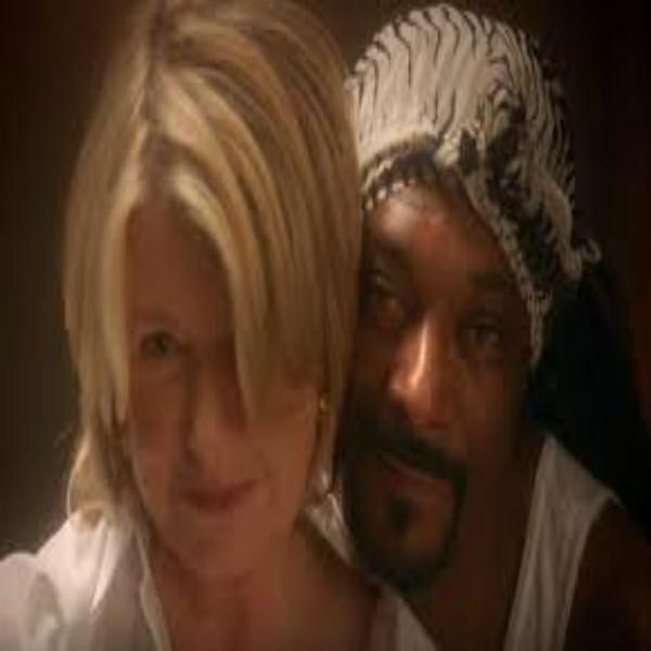 Martha & Snoop Reenact The Movie 'Ghost'