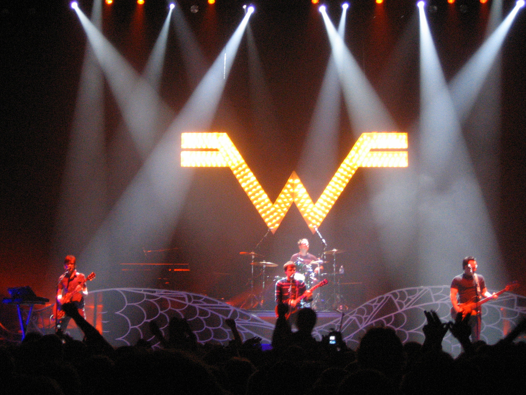 Weezer Details New Album, Invite Fan From Surgery Video To Future Show