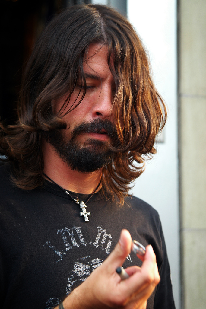 Foo Fighters Play 'Everlong', Fans Get Married