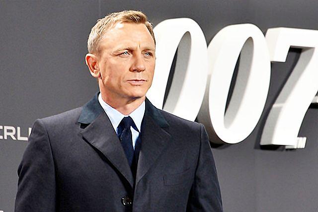 CONFIRMED: Daniel Craig Will Play James Bond Again