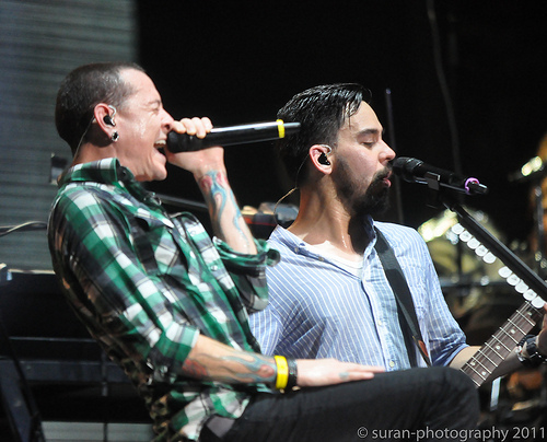Mike Shinoda standing up for Chester