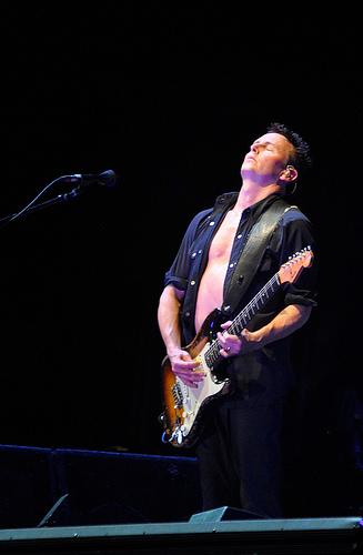 Pearl Jam's Mike McCready teaches Guitar