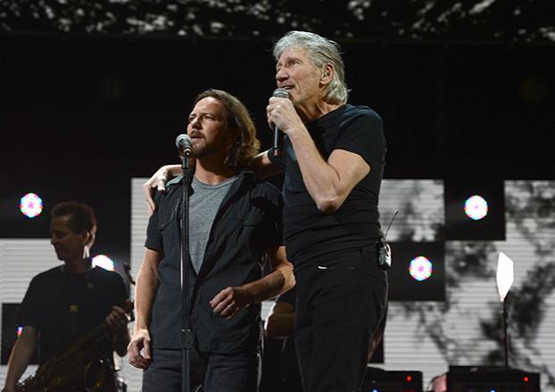Eddie Vedder joins Roger Waters for 'Comfortably Numb'