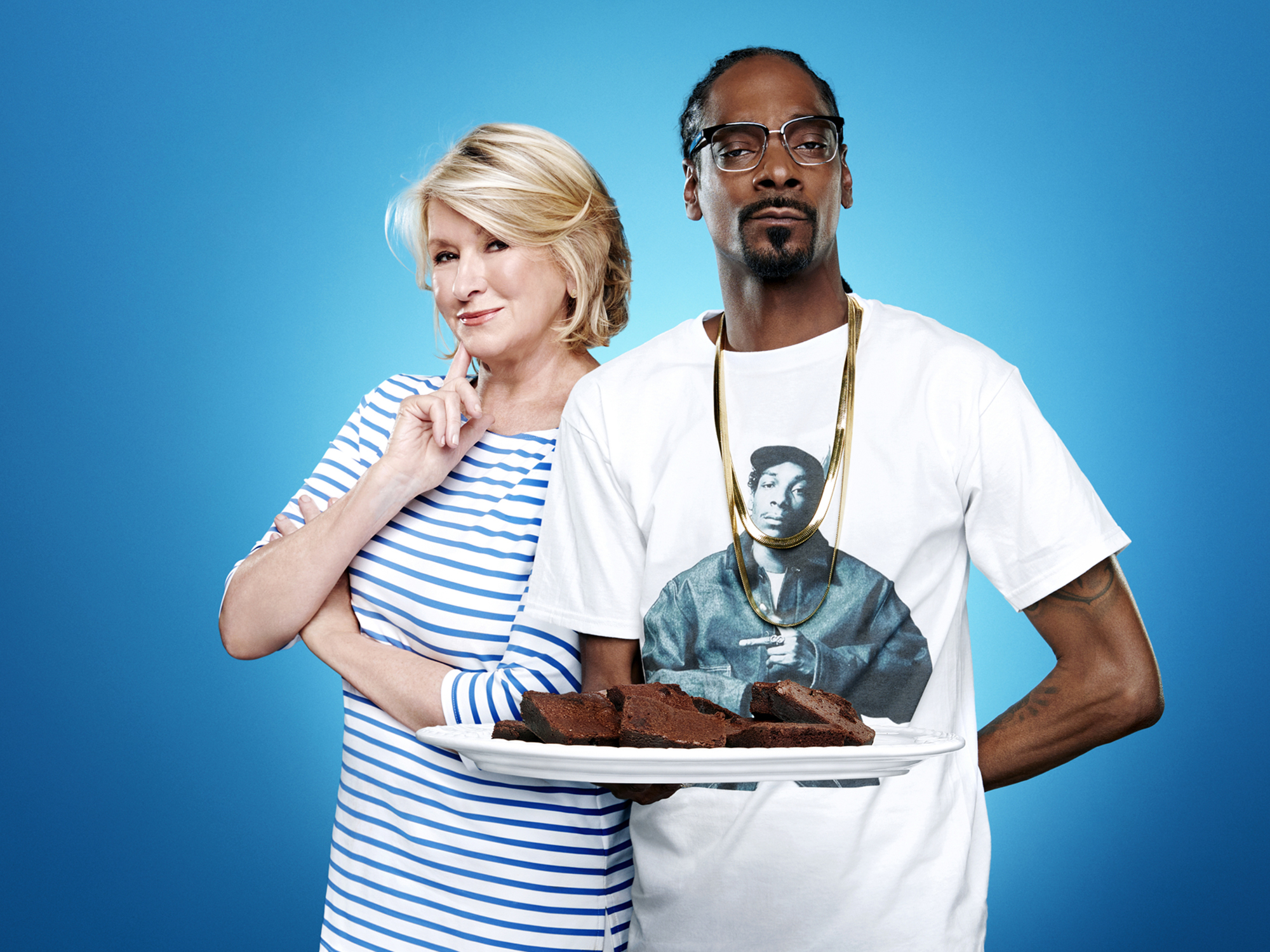 Martha Stewart and Snoop Dogg recreate the famous ' GHOST ' scene. ( disturbing )