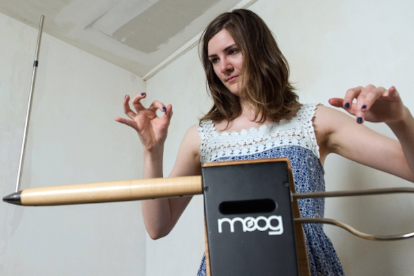 WATCH: Woman makes this theremin do CRAZY things.