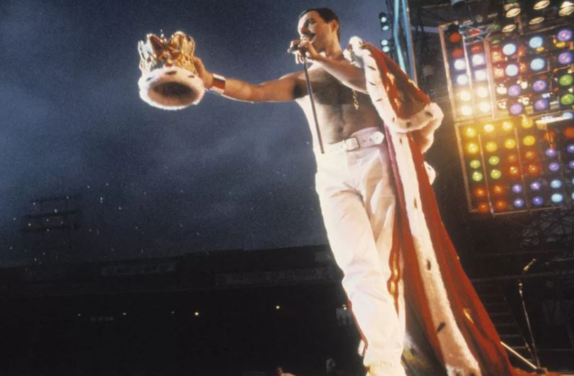 """WATCH: With """"Bohemian Rhapsody"""" opening in theatres...check out the real Freddie in full flight at Wembley. Incredible."""