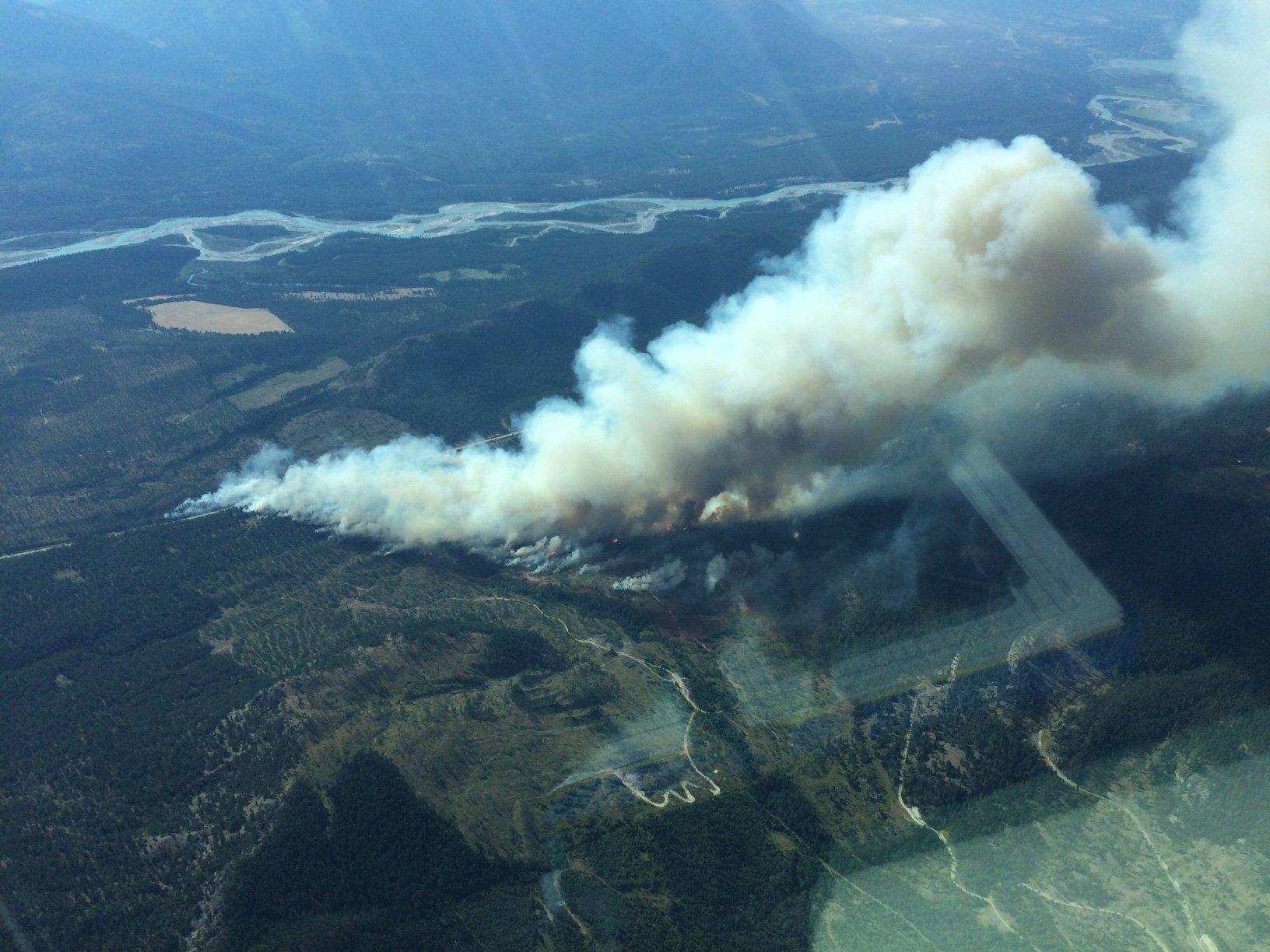Wildfire between Canal Flats, Skookumchuk flares up to 650 HA